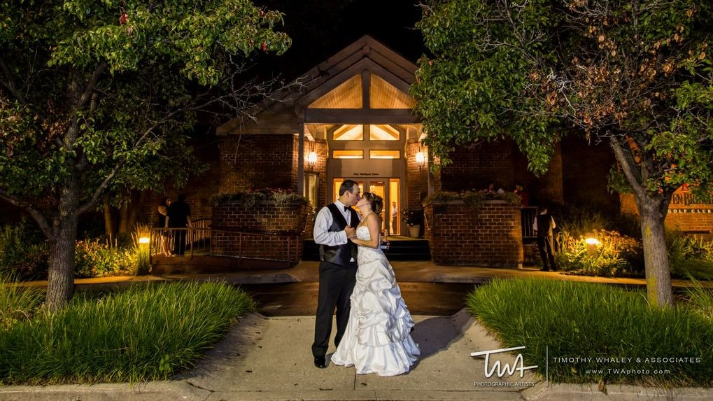 A bride and groom outside the clubhouse at Seven Bridges